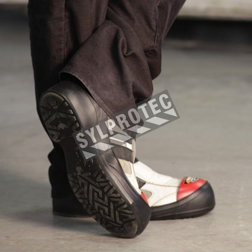 TurboToe PVC shoe covers with steel toe caps, size large (L), certified CSA Z195-09.