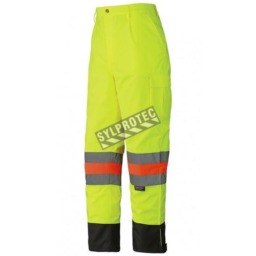 Pantalon imperméable haute visibilité pour signaleur, conforme à la nouvelle norme de Transports Québec.