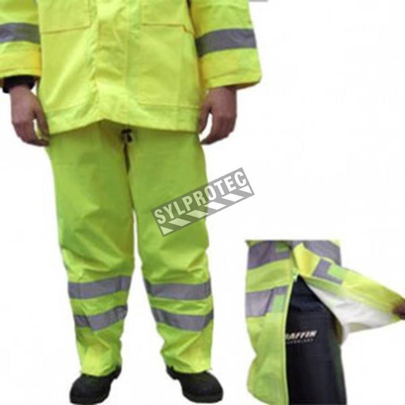 Pantalon imperméable haute visibilité jaune fluo avec bandes réfléchissantes argentées.