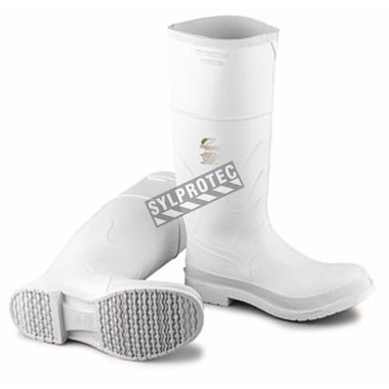 Bottes imperméables blanches en PVC avec caps d'acier et semelles anti-glisse, conformes aux normes ASTM F2413-05.