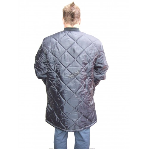 Long quilted refrigerator coat with 2 pockets and snap buttons.