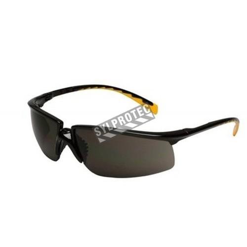 Lunette de sécurité Privo pour protection oculaire par 3M. Lentille de polycarbonate grise & revêtement antibuée. Homologué CSA