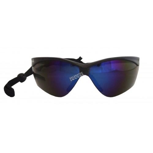 Lunette de sécurité Nemesis pour protection oculaire de Jackson Safety. Lentille miroir bleue antibuée pour travail extérieur