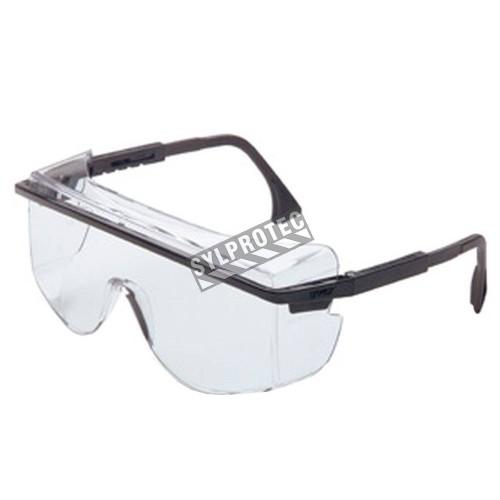 Lunette de sécurité Astro OTG 3001 pour protection oculaire par Uvex. Lentille transparente & revêtement antibuée Uvextreme.