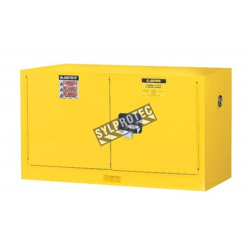 Armoire murale 17 gallons US (64 L) pour liquides inflammables, certifiée FM, NFPA et OSHA.