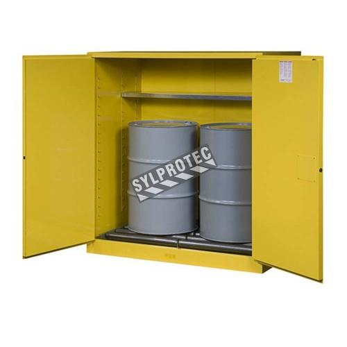 Armoire Justrite pour liquides inflammables, capacité 110 gallons.
