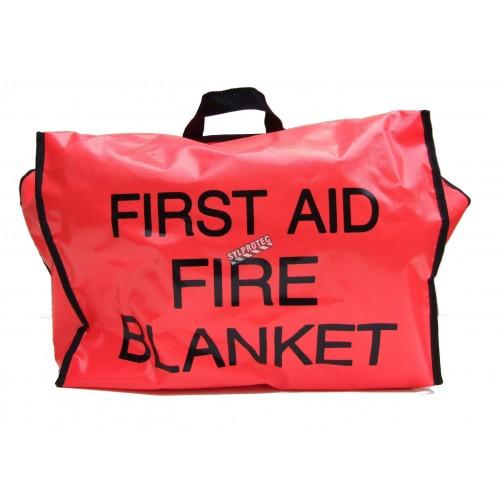 Couverture ignifuge en laine grise dans un sac en nylon rouge avec inscription en anglais.