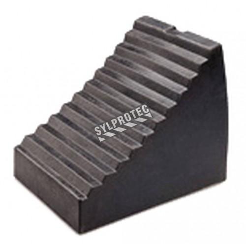 Cale-roues en caoutchouc. Très résistantes à l'abrasion, aux chocs,à la corrosion, au sel, à l'ozone et à l'huile.