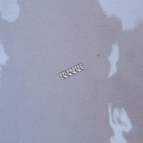 Vinyle transparent d'épaisseur 16 mils, résistant aux flammes, aux huiles et aux acides. Vendu au pied carré.