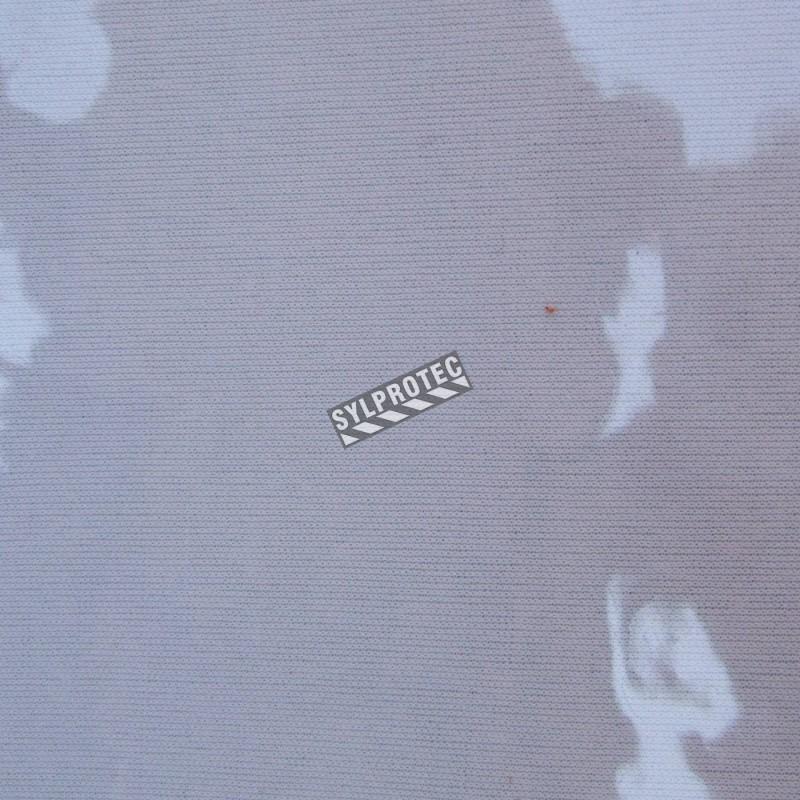 Vinyle transparent d'épaisseur 40 mils, résistant aux flammes, aux huiles et aux acides. Vendu au pied carré.