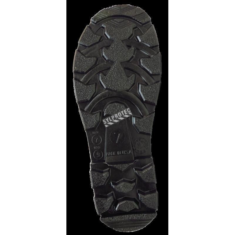 Bottes imperméables faites de PVC noir, la  tige (hauteur) de la botte est de 16 po (41 cm).