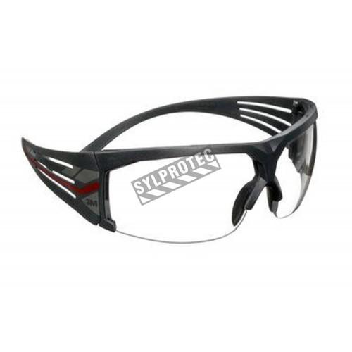 Lunette de sécurité SecureFit SF601 pour protection oculaire de 3M. Lentille claire antibuée avec monture grise et rouge