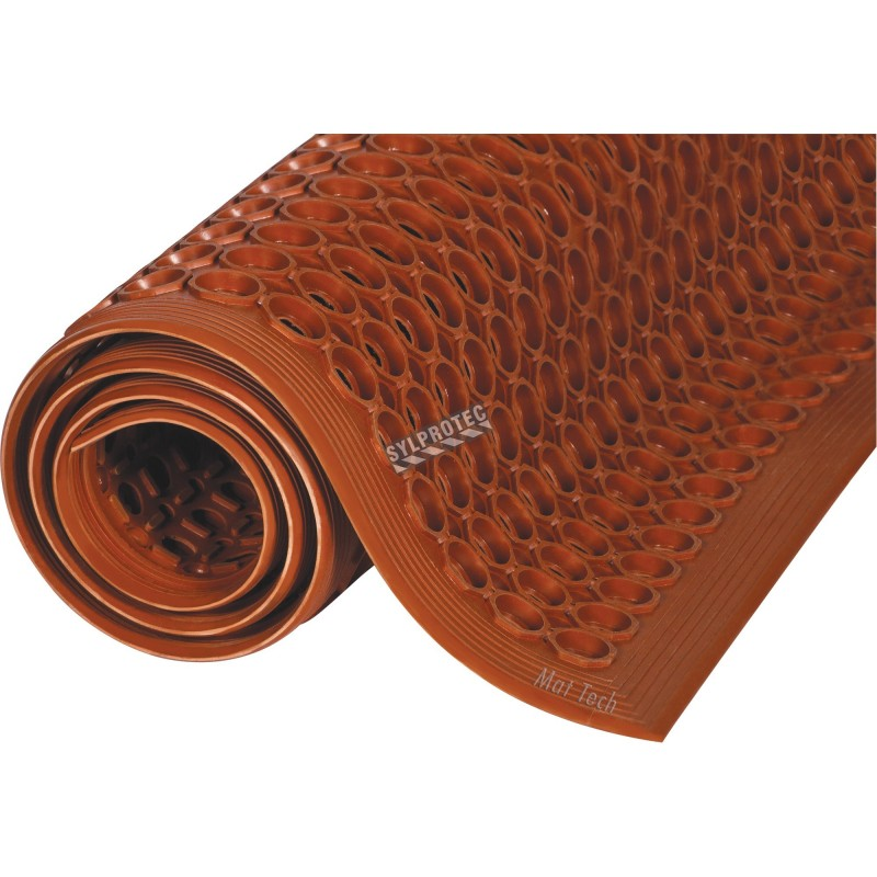 Red carpet 1/2 in, made of vulcanized rubber with cylindrical flow openings and rising grooves.