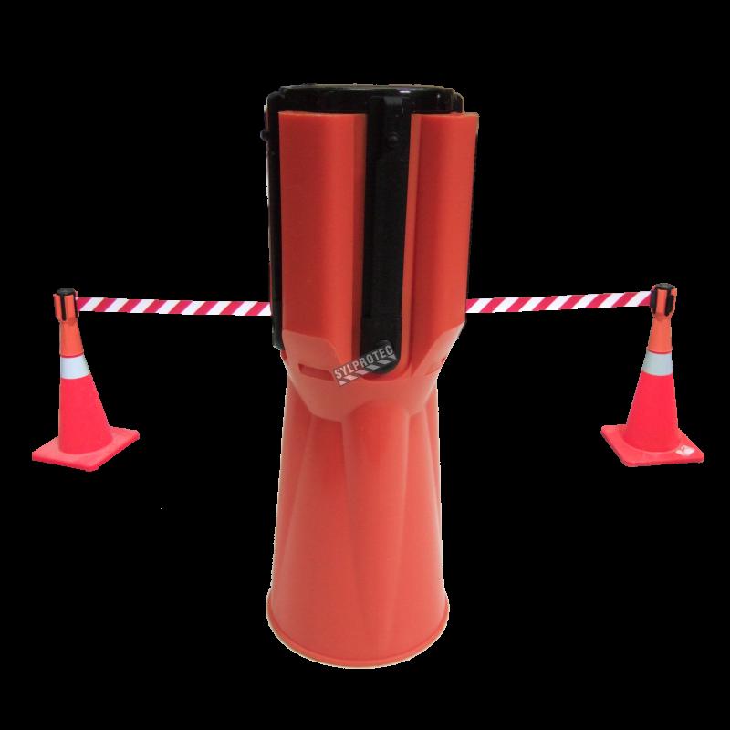 Ruban rétractable Tensacone à rayures rouges et blanches, longueur maximum 13 pieds (4 m).