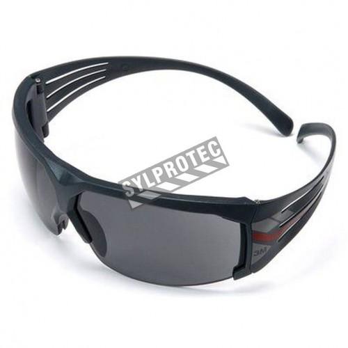 3M SF602FGAF SecureFit protective eyewear with anti-fog treated grey polycarbonate lens.