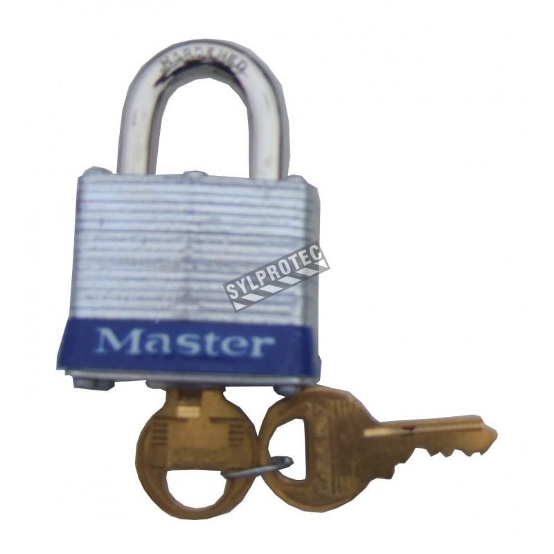 Regular padlock 1 ½ in (38 mm) wide laminated steel body with case hardened steel shackle. Size: 1 9/16 in wide.