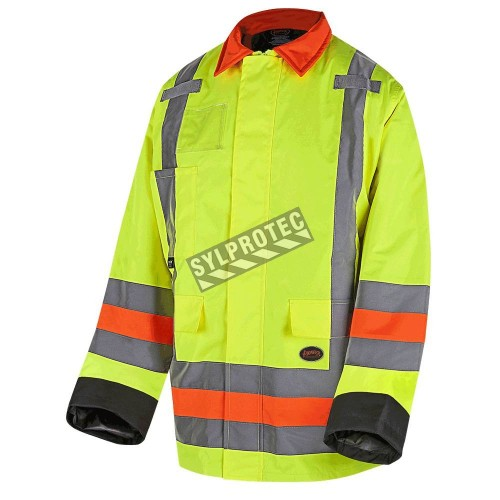 Winter High-visibility coat for roadwork flaggers, compliant with new Transports Québec regulation.