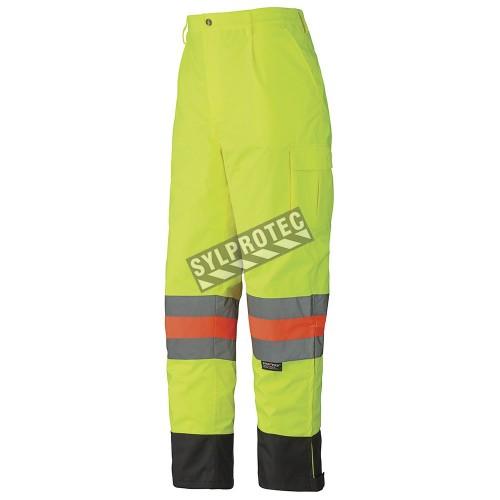 Pantalon d'hiver haute visibilité pour signaleur, conforme à la norme de Transports Québec.